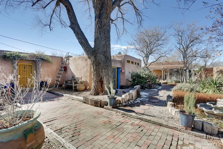 7609 Guadalupe Trail NW, Los Ranchos, NM 87107