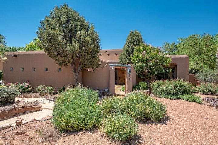 1642 Tierra Del Rio NW, Albuquerque, NM 87107