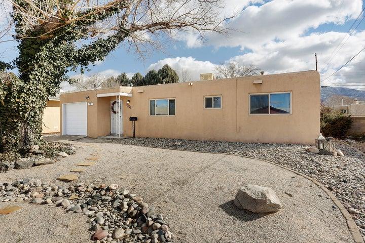 10320 Betts Drive NE, Albuquerque, NM 87112