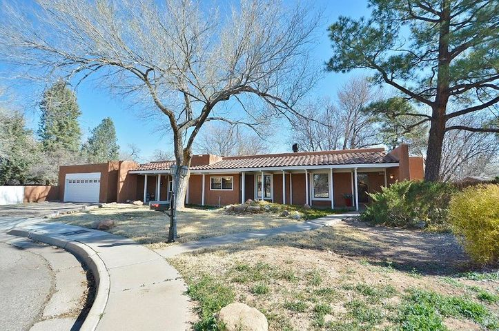 9 Garden Park Circle NW, Albuquerque, NM 87107