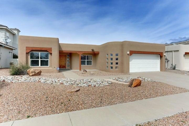 8909 Robs Place NE, Albuquerque, NM 87122