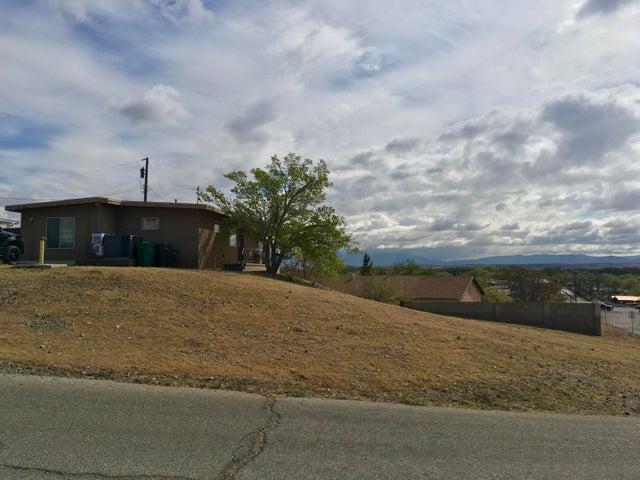 3809 Coors Place SW, Albuquerque, NM 87121