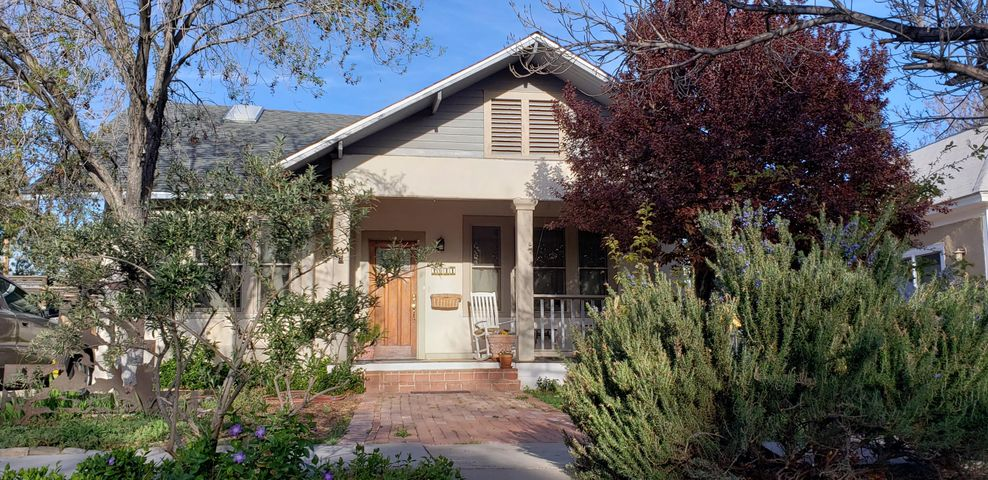1011 Forrester Street NW, Albuquerque, NM 87102