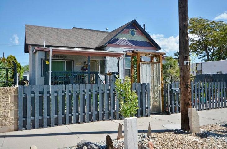 209 Hazeldine Avenue SW, Albuquerque, NM 87102
