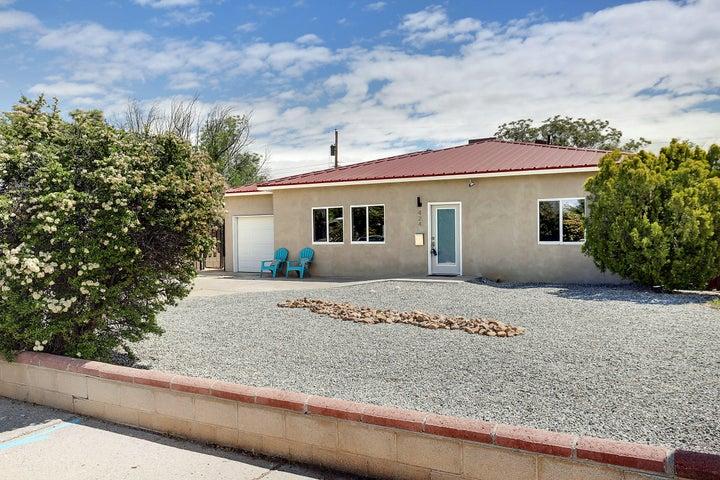 424 General Hodges Street NE, Albuquerque, NM 87123