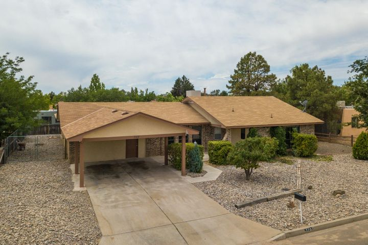 2102 Black Hills Road SE, Rio Rancho, NM 87124