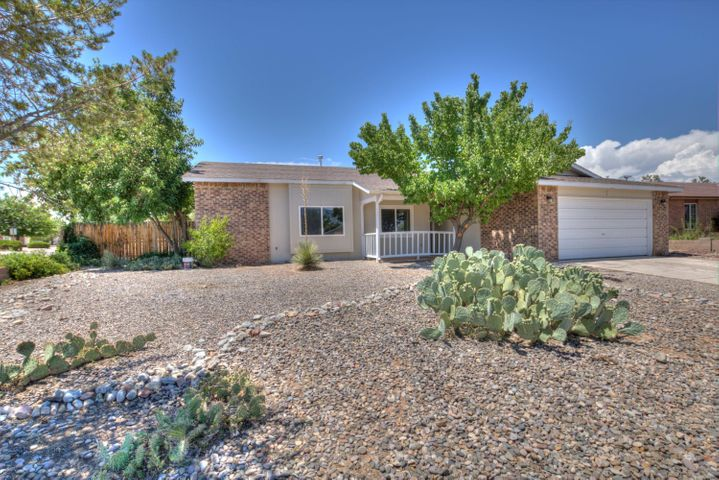 1537 Hummingbird Road NE, Rio Rancho, NM 87144