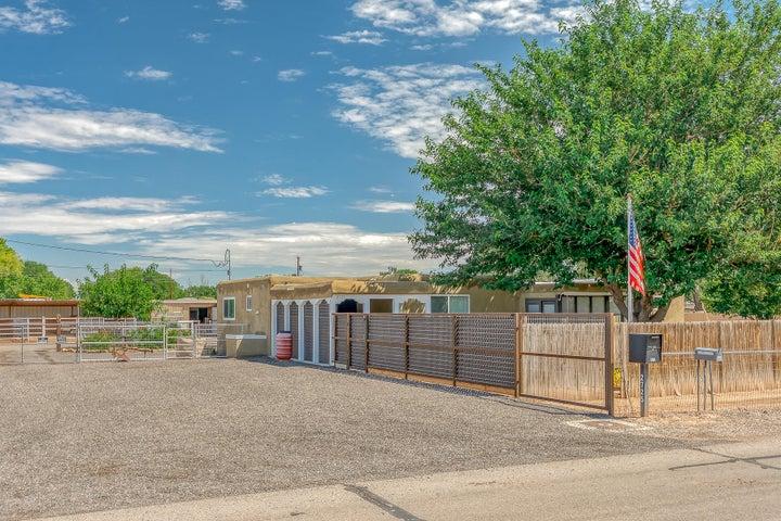2725 Lucca Avenue SW, Albuquerque, NM 87105