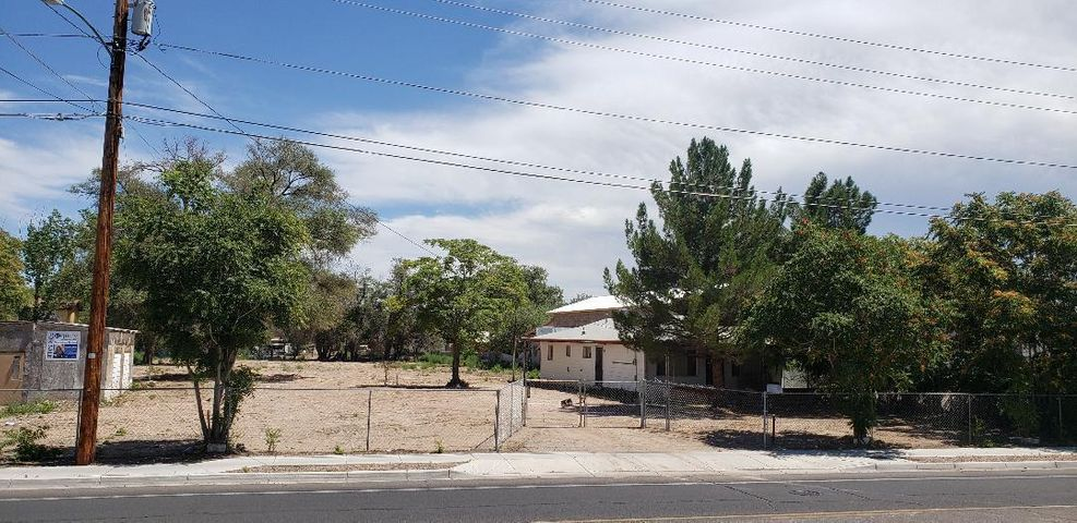 2140 Isleta Boulevard SW, Albuquerque, NM 87105