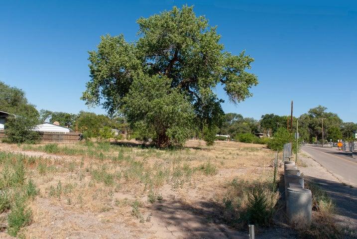 1323 Gatewood Road SW, Albuquerque, NM 87105