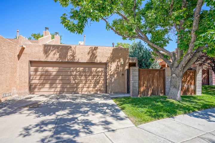 7205 Bobwhite Lane NE, Albuquerque, NM 87109