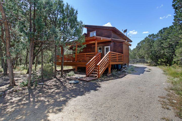 38 Lovato Road, Tijeras, NM 87059