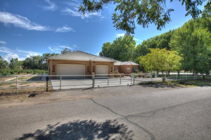 2718 Chapulin Road SW, Albuquerque, NM 87105