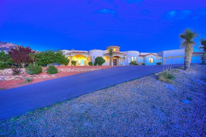 10896 Elena Avenue NE, Albuquerque, NM 87122