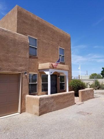 1501 Los Jardines Place NW, Albuquerque, NM 87104