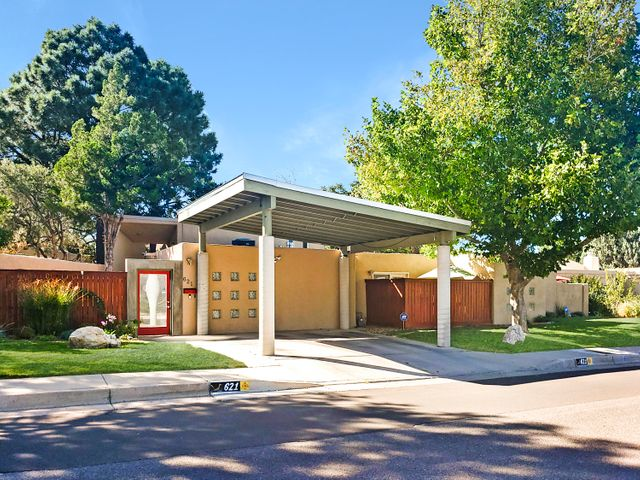 Gorgeous modern design in the heart of one of ABQ's favorite neighborhoods!