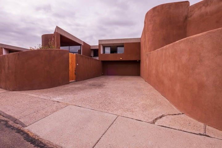 6 TENNIS Court NW, Albuquerque, NM 87120