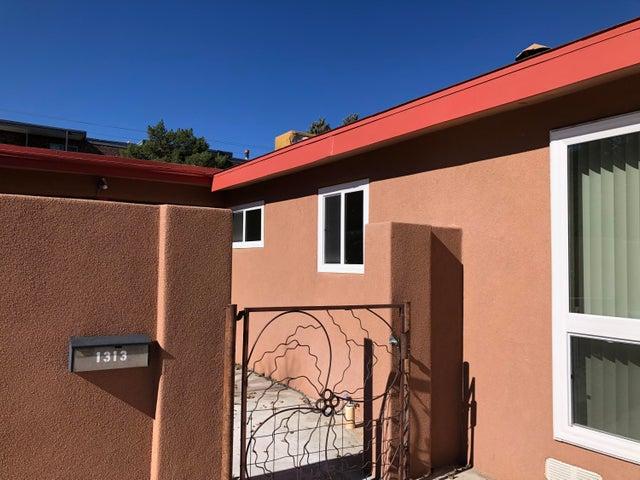1313 ALCAZAR Street NE, Albuquerque, NM 87110