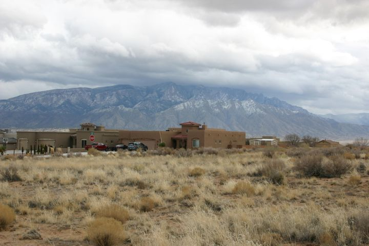 Icarian Court NE, Rio Rancho, NM 87144