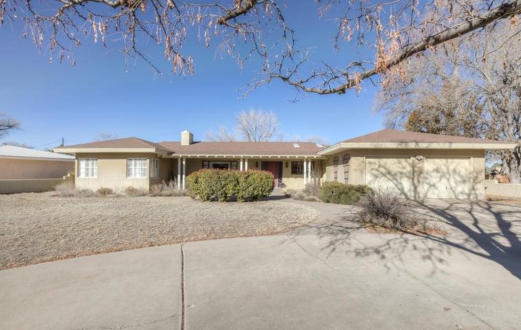 711 SOLAR Road NW, Albuquerque, NM 87107