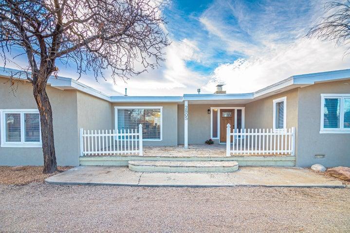 2805 GLENWOOD Drive NW, Albuquerque, NM 87107