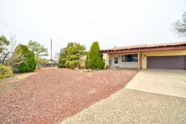 5835 GUADALUPE Trail NW, Albuquerque, NM 87107