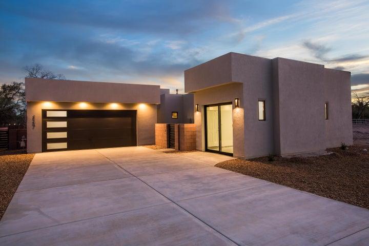 3204 Maxum Lane NW, Albuquerque, NM 87104