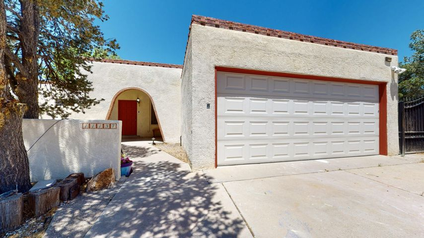 11137 NEWCOMB Avenue NE, Albuquerque, NM 87111