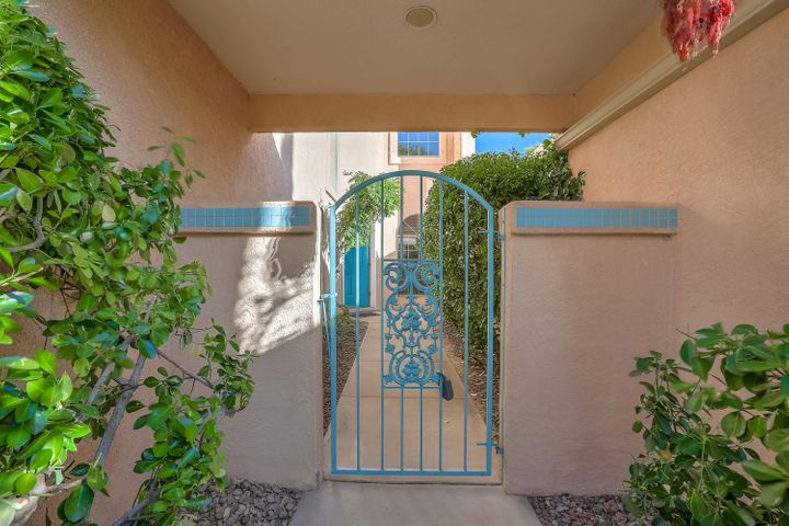 11424 MALAGUENA Lane NE, Albuquerque, NM 87111