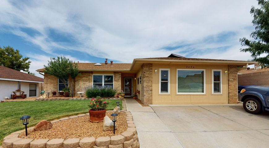 7424 SUNROSE Drive NW, Albuquerque, NM 87120