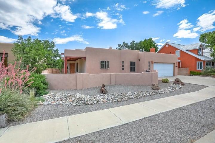 2216 Via Cadiz Court NW, Albuquerque, NM 87104