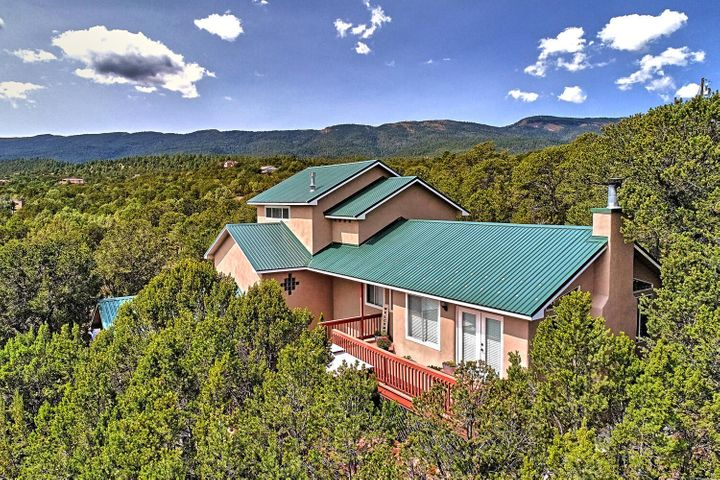 4 Ranch Road, Cedar Crest, NM 87008