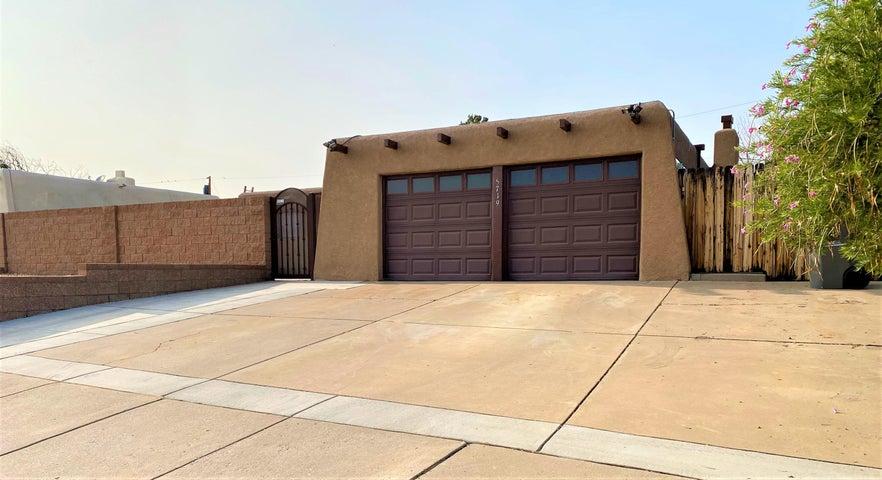 5719 FAIRFAX Drive NW, Albuquerque, NM 87114