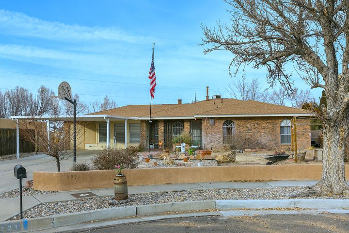 5921 CAMBRIA Road NW, Albuquerque, NM 87120