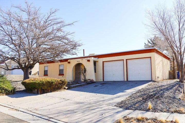 10400 DELICADO Place NE, Albuquerque, NM 87111