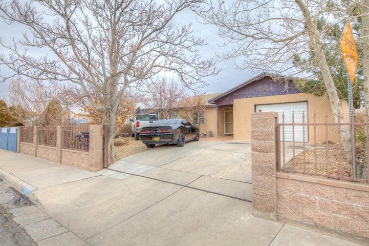 704 ESTANCIA Drive NW, Albuquerque, NM 87105