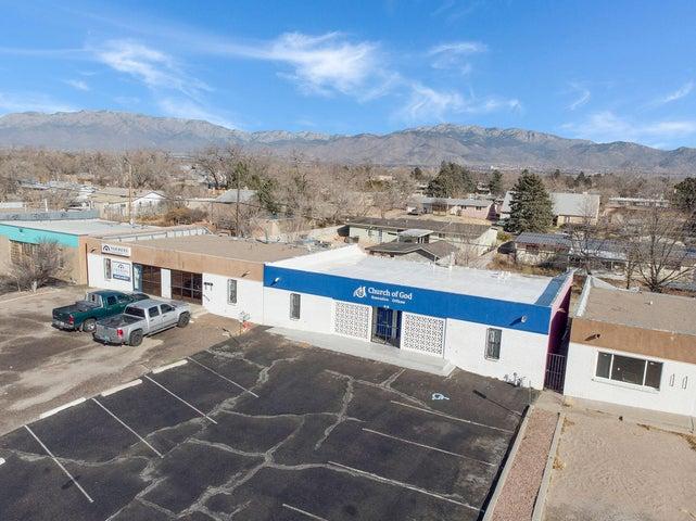 516 Chama Street NE, Albuquerque, NM 87108