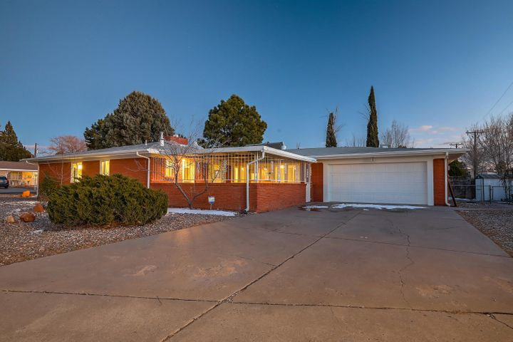 Highly coveted UNM/Altura Park neighborhood