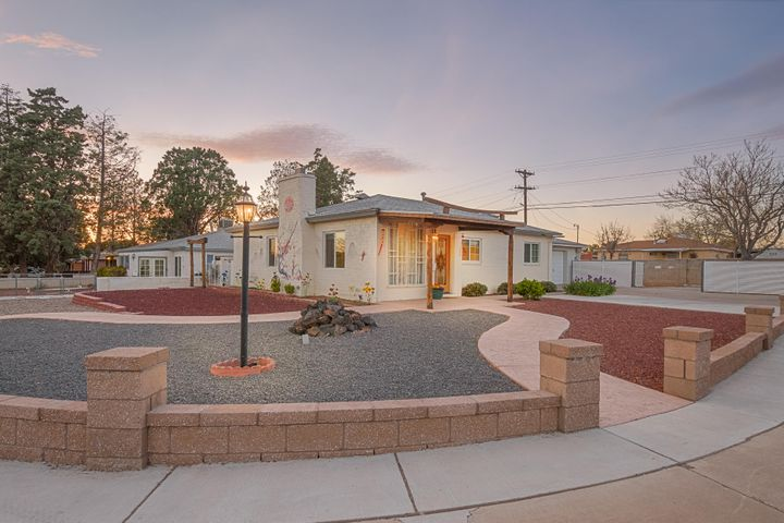 2301 MOON Street NE, Albuquerque, NM 87112