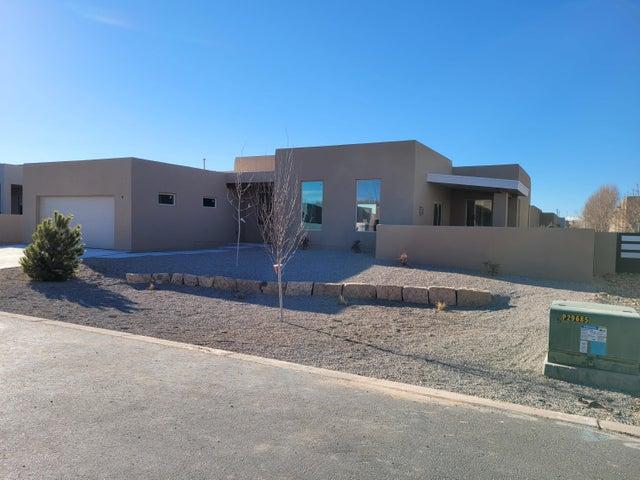 902 Paseo los Coyotes, Bernalillo, NM 87004