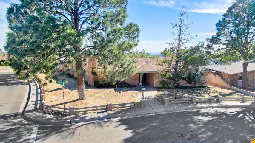 1001 CASA GRANDE Place NE, Albuquerque, NM 87112