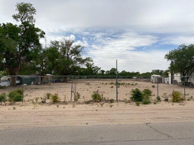 2142 METZGAR Road SW, Albuquerque, NM 87105