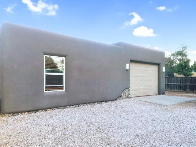 353 Pueblo Solano Road NW, Los Ranchos, NM 87107