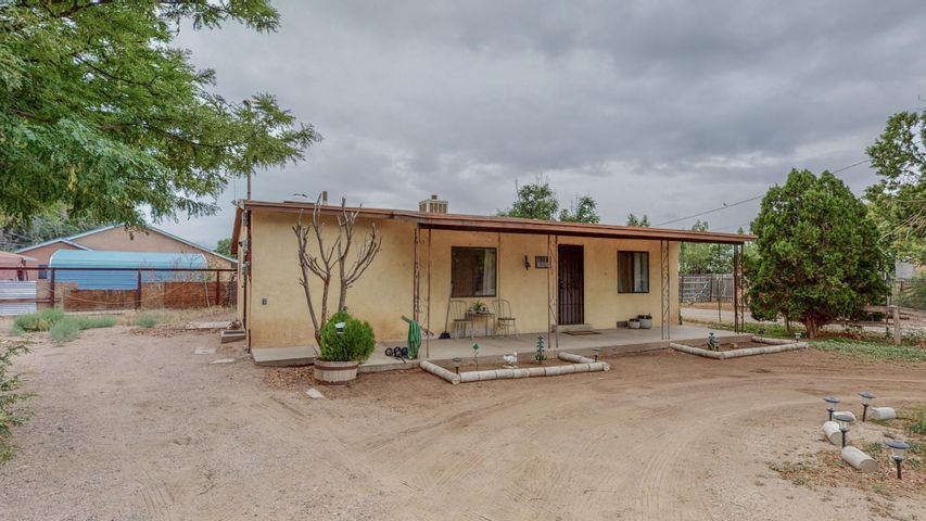 8202 Guadalupe Trail NW, Los Ranchos, NM 87114