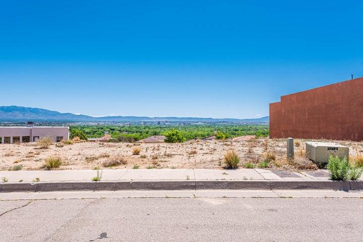 1756 Cliffside Drive NW, Albuquerque, NM 87105