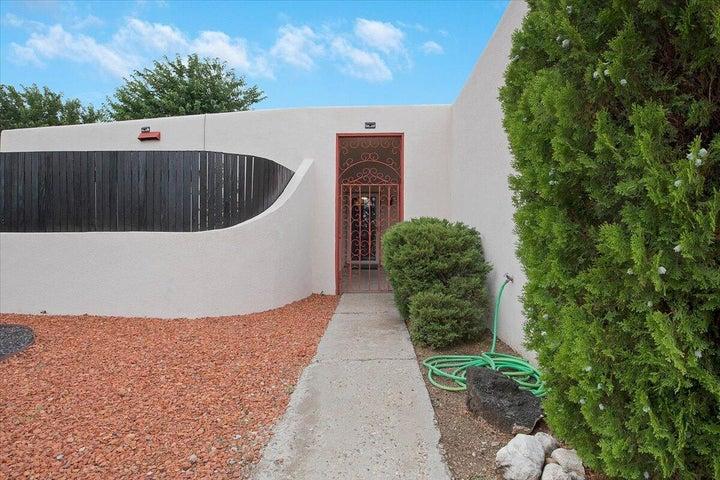 2404 ALGODONES Street NE, Albuquerque, NM 87112