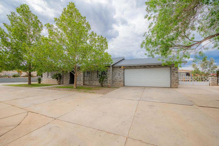 3005 Donna Maria Drive SW, Albuquerque, NM 87105