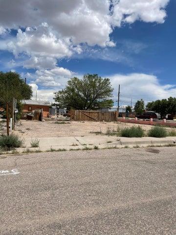1512 John Street SE, Albuquerque, NM 87106