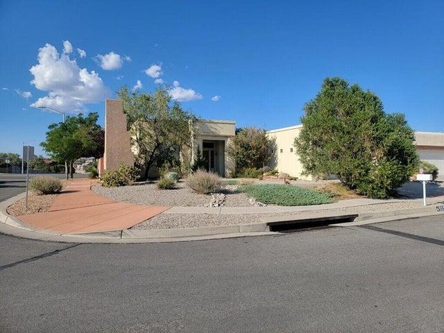 4909 Woodburne Road NW, Albuquerque, NM 87114