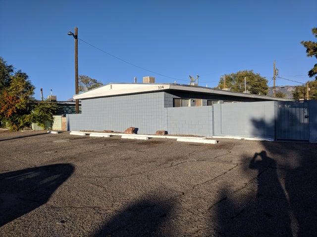 304 Charleston Street NE, Albuquerque, NM 87108
